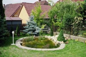 300 m2-es komplett kertkialakítás, földcserével, tóval, forrással és szűrőrendszerrel, automata öntözőrendszerrel